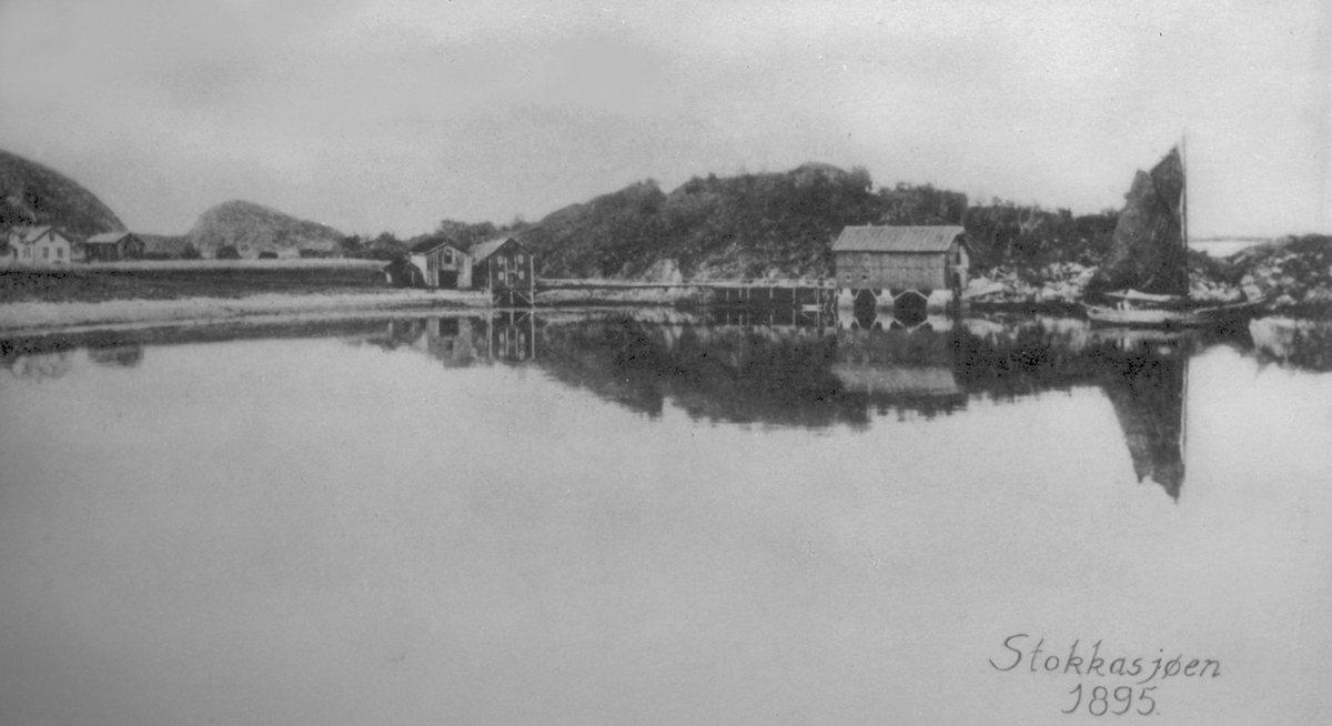 Stokkavika ved utgangen av 1800-talet. Jekt, brygge, naust. Stokkasjøen.